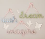 great way to display meaningful words on girls' walls