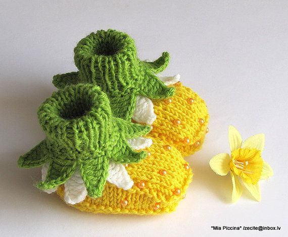 """Adorable knit Baby booties """"Flowers Fairy Booties"""" / 0-3M by zecite on etsy"""
