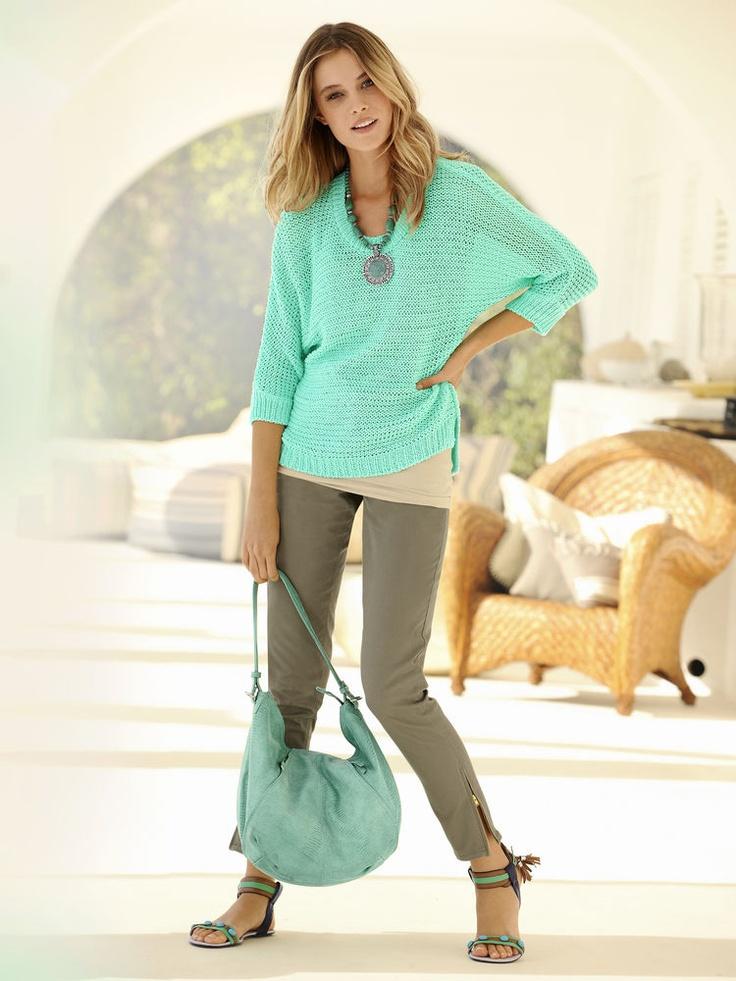 #HeineShoppingliste Pullover in mint,  Collier, Hose in oliv, Tasche in jade, Sandalette in türkis