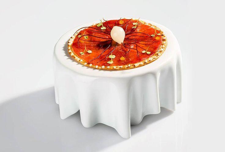 Quique Dacosta - Piadina croccante con tonno rosso in salsa di soia,filamenti di alghe crude e cipolla | ristorante Quique Dacosta - Denia, Spagna