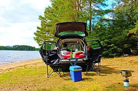 Wild campen in Schweden: Ein Kofferraum am See