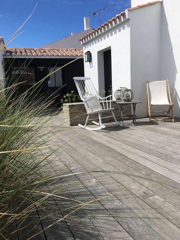 Noirmoutier-en-l'Île, Maison de vacances avec 4 chambres pour 8 personnes. Réservez la location 1317128 avec Abritel. Noirmoutier Le Vieil - 50 m Plage de Mardi Gras - Très jolie maison charme 4 cbr