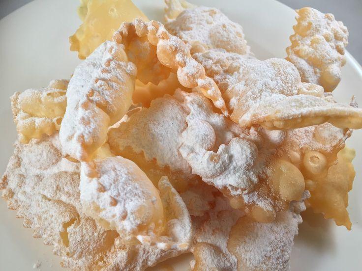 Mia madre sapeva fare solo due dolci: la torta di ricotta e le frappe di Carnevale... Quando arrivava il Carnevale, tirava fuori il me...
