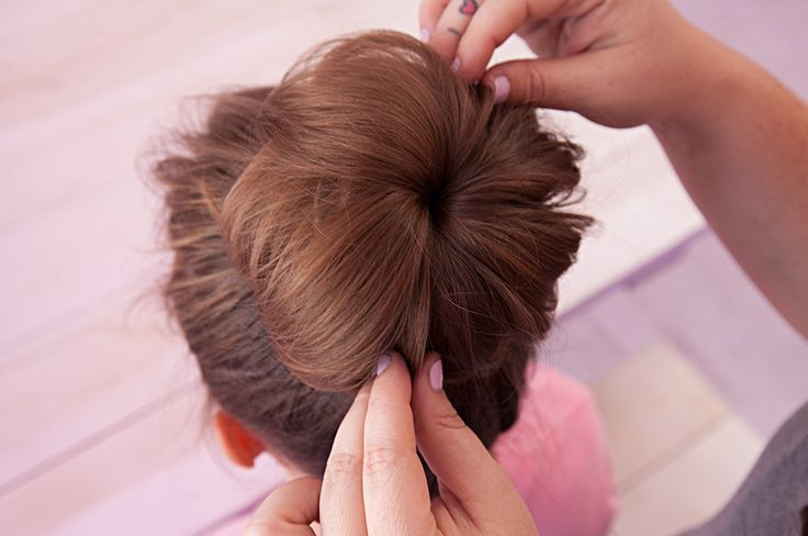 The ultimate trendy up-do and how-to: The messy sock bun! #summer #style