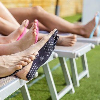 Теперь ты можешь носить наклейки вместо обуви и наслаждаться жизнью босиком #босиком #обувь #наклейки #лето