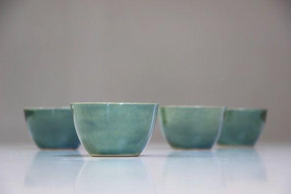 Steengoed Cup handgemaakt aardewerk, groen geglazuurde. Groene keramische Tea…