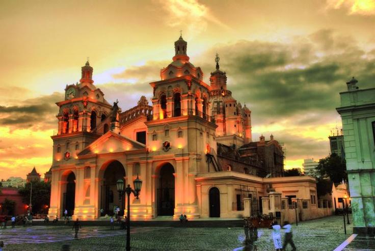 Iglesia de Córdoba. Más info en www.facebook.com/viajaportupais