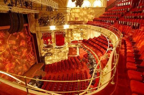 THEATRE MOGADOR / 23 rue de Mogadorde 75 009 / 01 53 32 31 88 ou 01 53 32 31 87 / http://www.stage-entertainment.fr/theatre-mogador / Scène privatisable, 4 foyers et 3 salons / 20 à 1600 personnes