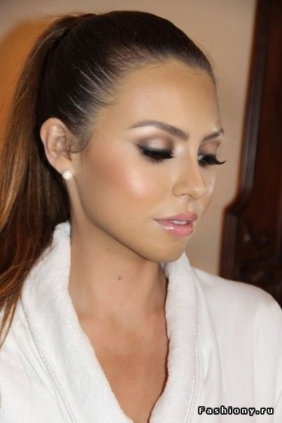Perfect balance between natural, smoky eyes and glow