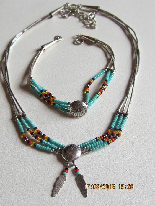 Online veilinghuis Catawiki: Navajo indiaanse sieraden set (parure) met een ketting met zilver en met turkooizen kralen.