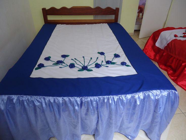 Linda colcha de cama de casal bordada em fita, com babado de cetim, temos 10 modelos algumas são forradas,