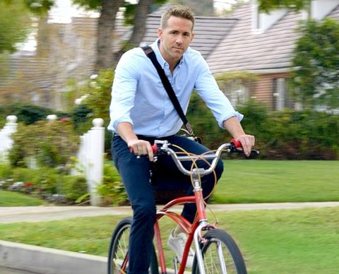 Ryan Reynolds is a huge distraction to drivers in Hyundai's Super Bowl 50…