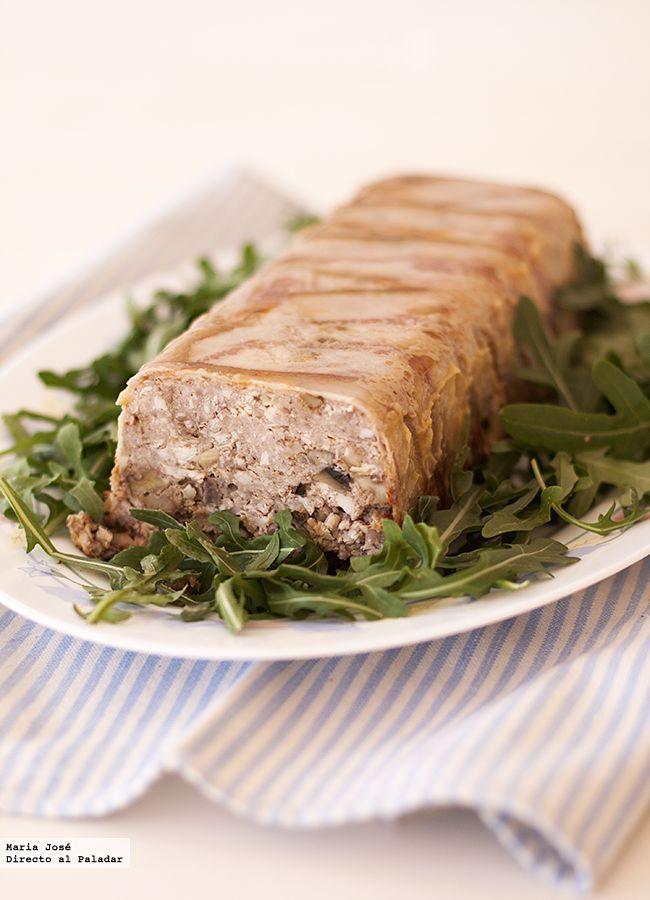 De nuevo, gracias a mis paseos por internet he descubierto esta receta de terrina de carne, champiñones y nueces que nos ha gustado mucho a todos....