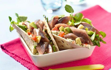Mexicaans en Nederlands eten verenigd: taco met haring. Jam!