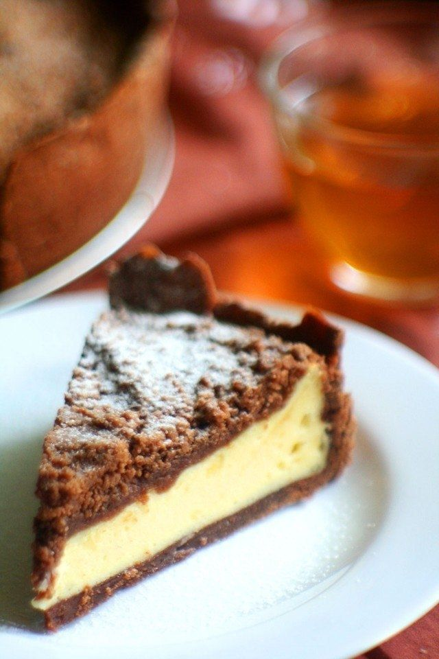 Фото к рецепту: Ванильный творожник на шоколадном тесте