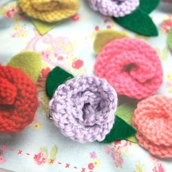 These roses are easy to knit and can be used as a brooch or as embellishments for other projects.