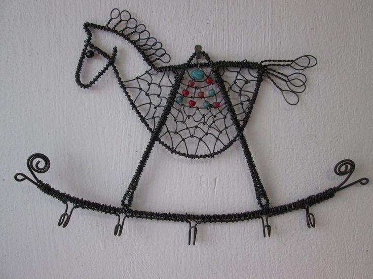 Koník+a+pět+háčků+Drátovaný+věšák+-+šperkovnice+koník+s+pěti+háčky+velikost:.