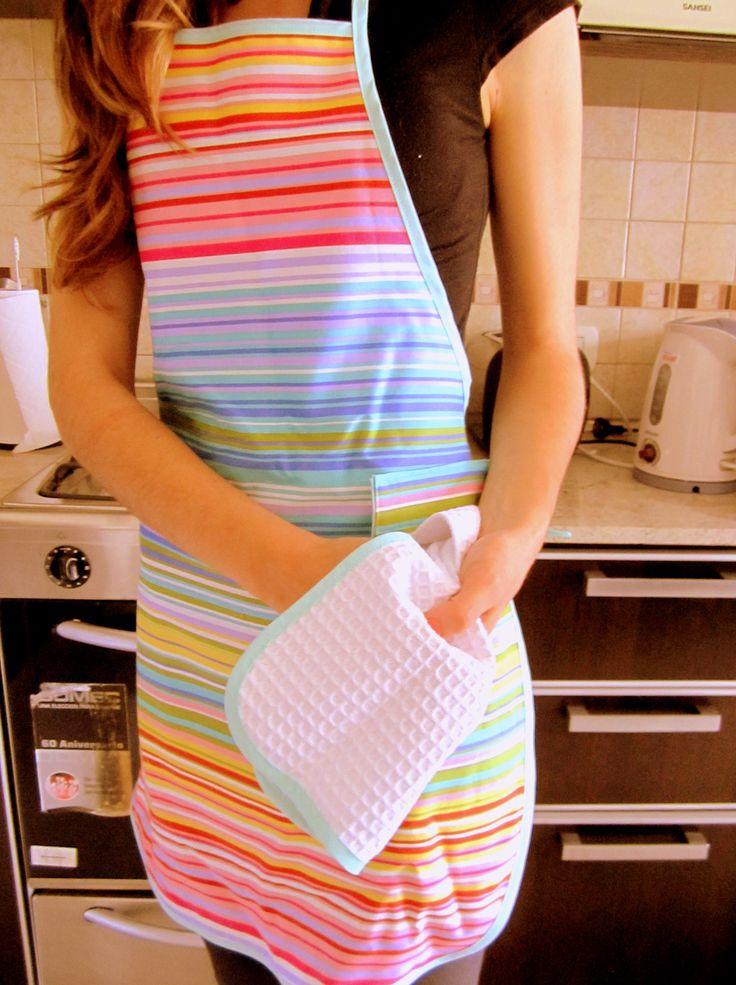 Delantal a puro color en tu cocina! Descubrí el diseño acá: http://chichaylimonada.com/Cocina/Delantales
