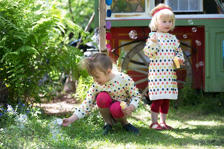 A sweater dress knitted in summer wool and angora. Covered with dots in bright colors, this is a garment that kids will love!