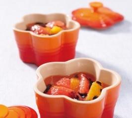 【トマトとオレンジの前菜 バルサミコソースかけ】フレッシュトマトとオレンジのさわやかな風味にバルサミコの酸味が効いたさっぱりフルーティーな前菜です。  http://lecreuset.jp/community/recipe/tomatoorange/