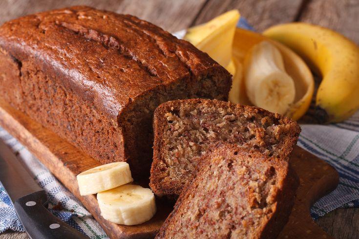 Ein Rezept für einen leckeren, veganen Kokoskuchen mit Banane, der schnell gemacht und gelingsicher ist. Der Kuchen wird schön saftig und schmeckt mega-klasse. Unbedingt probieren!