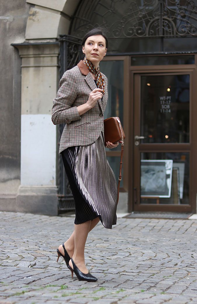 Z Czym Nosic Plisowana Spodnice Pleatedskirt Shinyskirt Blazer Jetset Houndstooth 40s Fashionover40 Minimalismo
