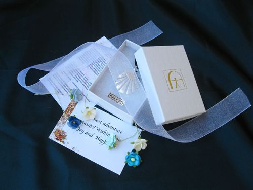Example of gift wrap with ribbon and message card and the option to add a personalised message