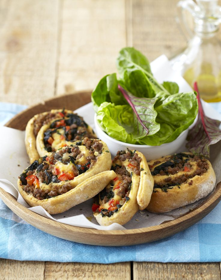 Easy to make and fun to eat, these spinach & savoury mince pinwheels make great snacks for guests. #Knorr