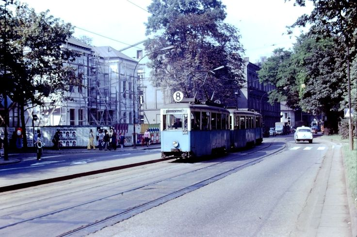 Tramwaj nr 8 pod filharmonią. Kraków, 1971 rok.