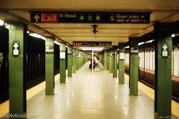 Esta mujer se cayó en el metro de Nueva York ¡Y le dieron 16 millones de dólares! - http://www.leanoticias.com/2014/02/05/esta-mujer-se-cayo-en-el-metro-de-nueva-york-y-le-dieron-16-millones-de-dolares/