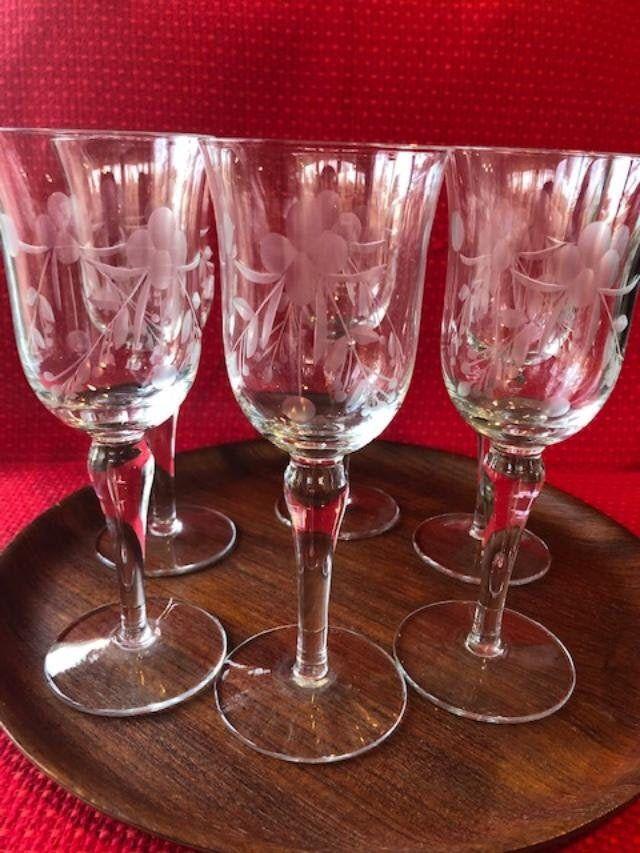 Vintage Etched Wine Glasses Set Of 6 Floral Design Art Deco Etsy Art Deco Fashion Etched Wine Glasses Wine Glass Art