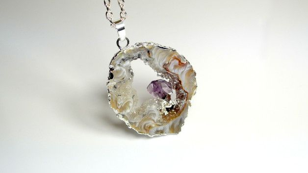 The necklace with natural agate druzy with little amethyst in a frame (alloy). Chain is made of antiallergic metal, nickel and lead free.  Agate is a stone of balance, brings peace to mind and...