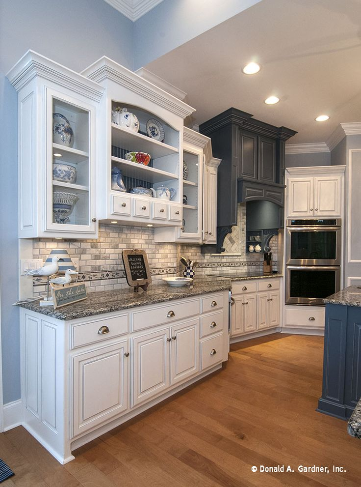 This kitchen has plenty of drawers and cabinets for neat storage!