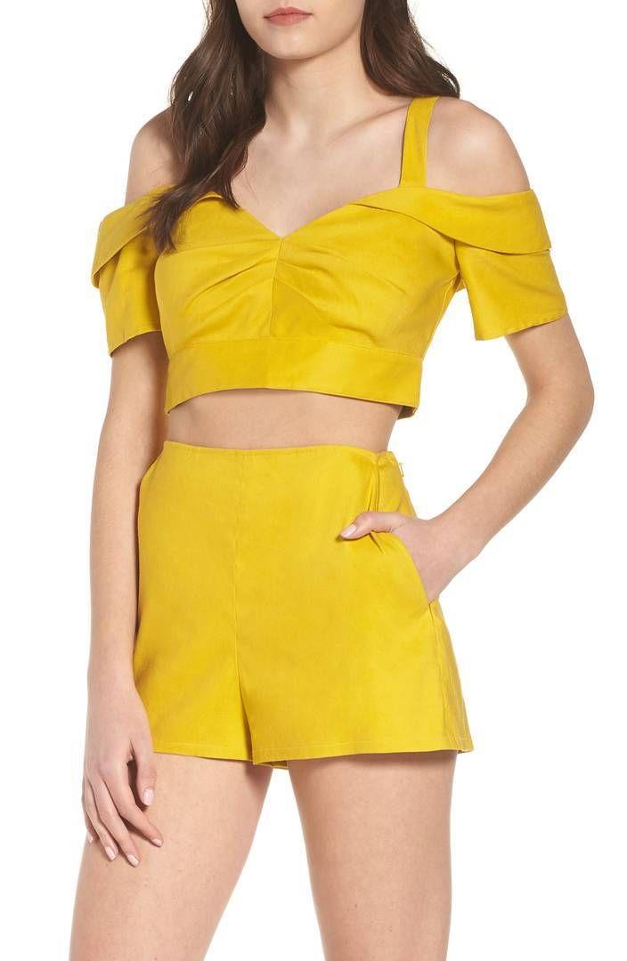 13bad029f4 Crop top sets  moda sexy para el verano Los crop top sets con falda