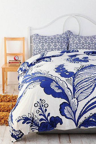 Delft Blue Duvet Cover - love the combination of print scales between duvet and shams