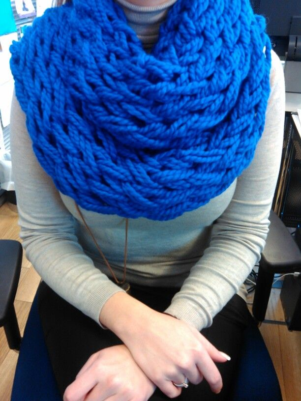 Arm knitted-superbulky cowl