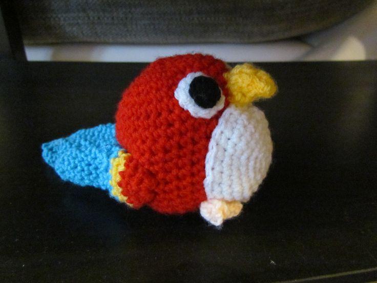 http://sunmoonamigurumi.blogspot.de/2013/08/hakelanleitung-papagei-crochet-pattern.html
