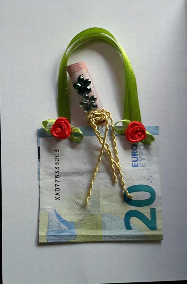Eine Geldgeschenkarte gebastelt für einen Geburtstag.....Shopping Geld....