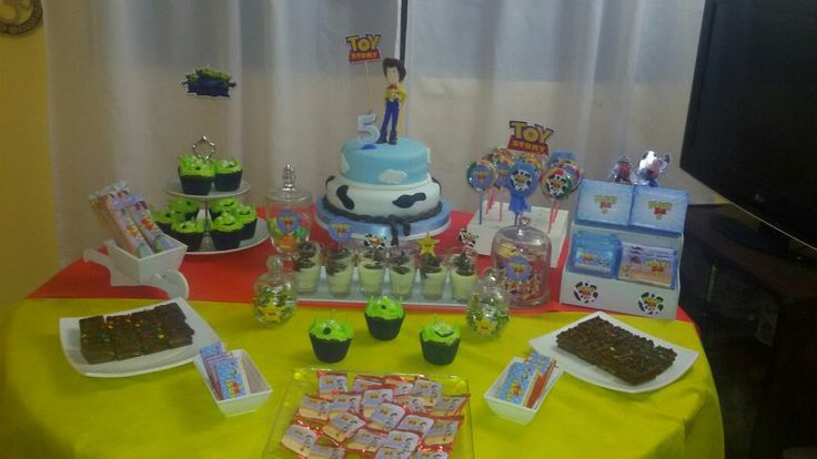 Candy y mesa dulce de toy story