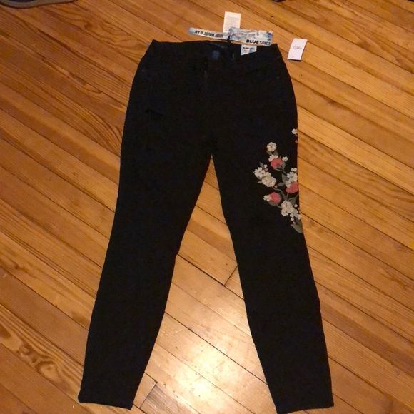43% off blue spice Denim - Black curvy jeans with flower embroidery from Jacquie's closet on Poshmark