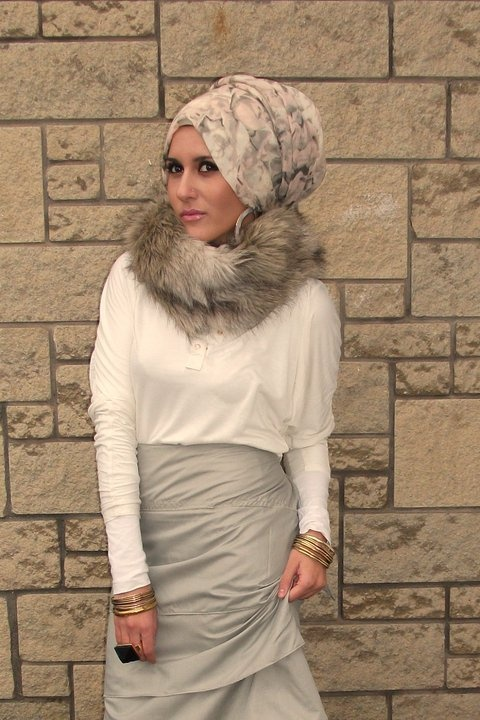 We at Peplum are big fans of (faux) fur scarves! <3
