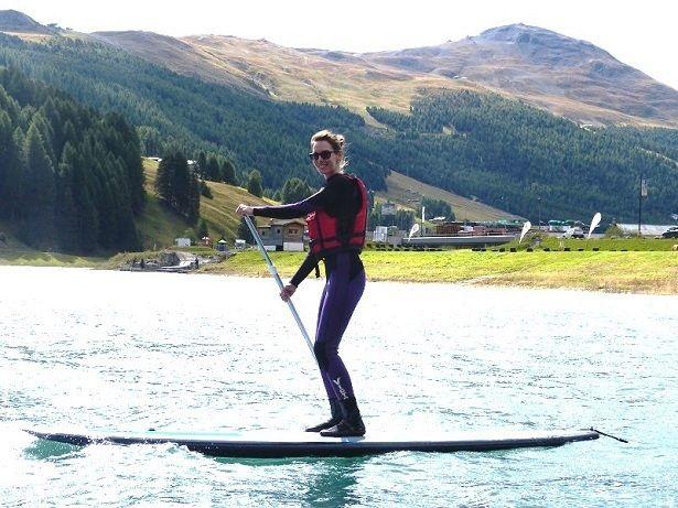 SUP Einführung: SUP surfen lernen leicht gemacht mit diesen Techniken und allen Infos zu Fahrtraining und Boards - ganz ohne teure Surfschule.