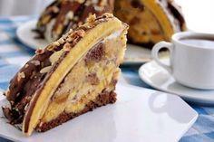 """Tortul """"Pancho"""" este un desert absolut delicios și extrem de simplu de realizat. Astăzi echipa Bucătarul.tv vă o prezintă rețetă mai deosebită a acestui minunat desert și anume cea cu banane și cremă de iaurt. Gustul intens de banane, blatul super fraged și glazura mătăsoasă de ciocolată fac din acest desert un deliciu de neuitat. …"""