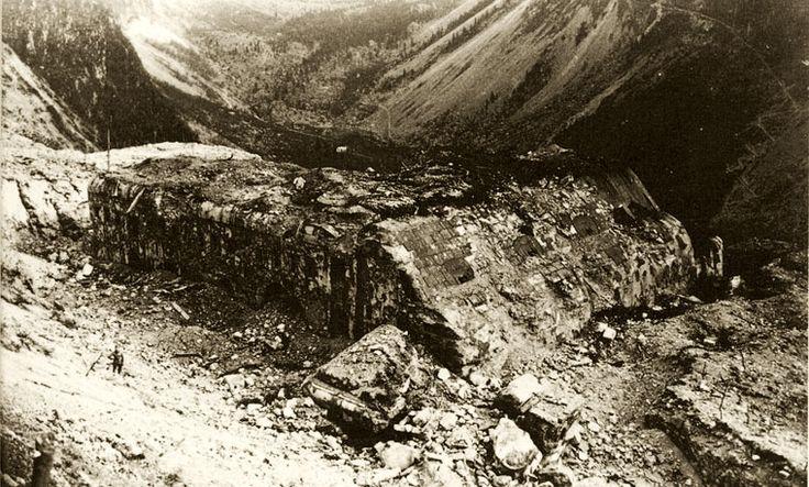 :.IsonzoFront, album fotografico immagini d'epoca fronte dell'Isonzo 1915-1917. Settore Alto Isonzo. Rovine di Forte Hermann dopo il bombardamento italiano del 1915