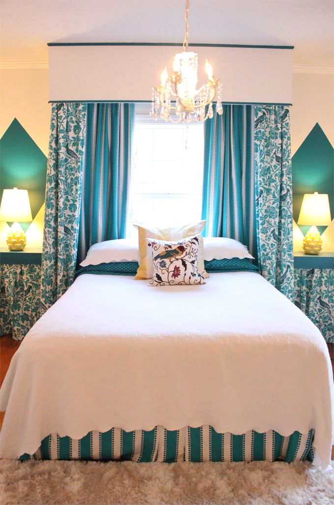 House of Turquoise: Jillian + Katie Pilcher   love the wall effect behind the bedside lamps!!