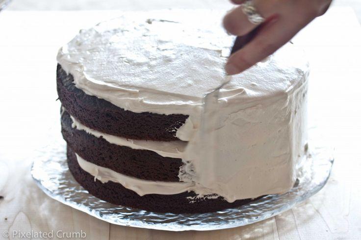 Torta de chocolate con malvavisco Frosting 2 1024x682 tarta de tres chocolates capa con glaseado de malvavisco