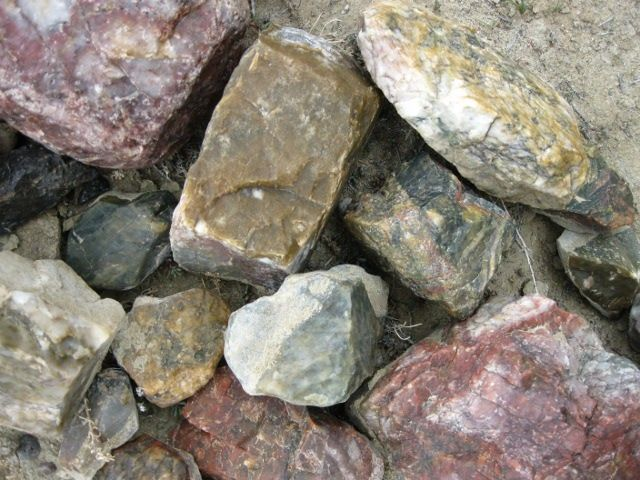 how to find gemstones in rocks