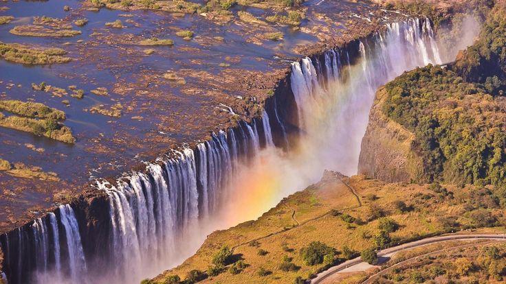 ZAMBIA- AFRIKA Victoria Falls Klaar voor een Afrikaans avontuur dat je nooit meer zal vergeten? Boek dan een vakantie naar Livingstone, Zambia waar je 's werelds grootste watervallen ontdekt. Bij volle maan kan je er een lunar rainbow of moonbow zien. Gratis magie van de natuur.