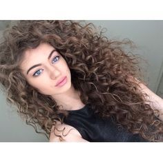 Natural curly hair ♡ i feel like my daughters hair will look just like this once it gets longer. Love it!
