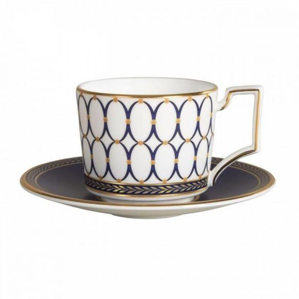 Servicii din portelan Combinand motive elegante de design interior cu celebra camee ovala  Wedgwood realizata din jasp, cu accente florentine...